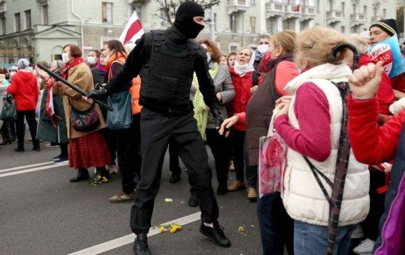 Беларусь жагсагчдын эсрэг зэвсэг ашиглахыг зөвшөөрөв