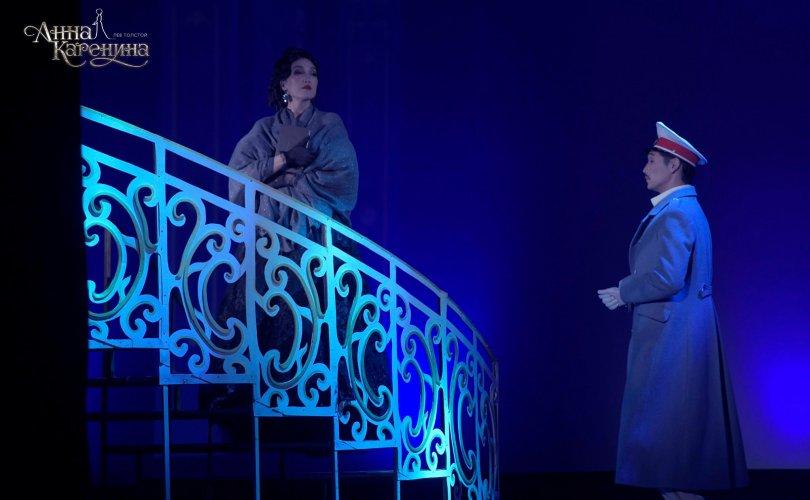 """Ерөнхий сайд гэргийтэйгээ үзсэн """"Анна Каренина"""""""
