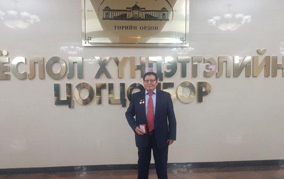 """Рэнцэнгийн Цэдэн–Иш """"Монгол Улсын Ардын эмч"""" цол хүртлээ"""