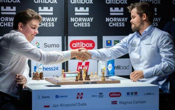 Магнус Карлсен хоёр жилийн дараа анхны ялагдлаа хүлээв