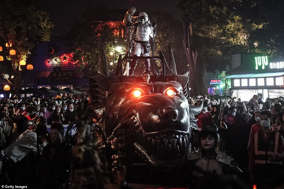 35013840-8894943-Fearsome_floats_in_the_Halloween_paraded_included_a_demonic_vers-a-91_1604005594369