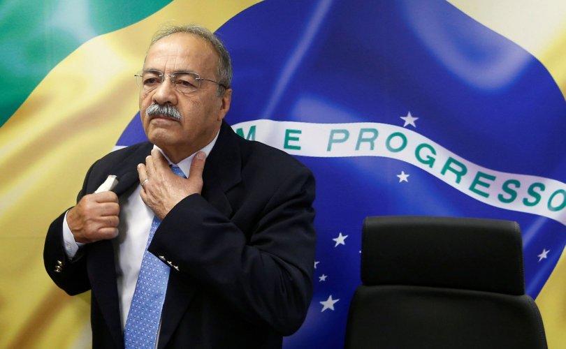 Бразил: Авлигын мөнгөө дотуур өмдөндөө нуугаад баригджээ