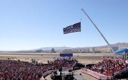 Трампын сурталчилгааны үеэр иргэний нислэгийг F-16 байлдааны онгоцоор хөөжээ