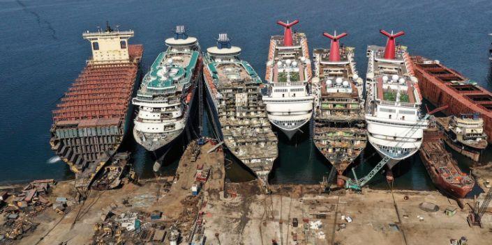 Цар тахлаас болж далайн аяллын салбар зэвэрч байна
