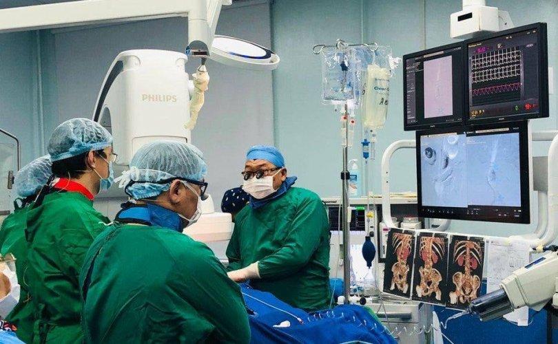 Монголд эмчлэгдэх боломжгүй өвчний мэс засал амжилттай боллоо
