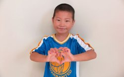 Таван настай, монгол хүү Кайманы арлаас эрүүл болоод ирнэ