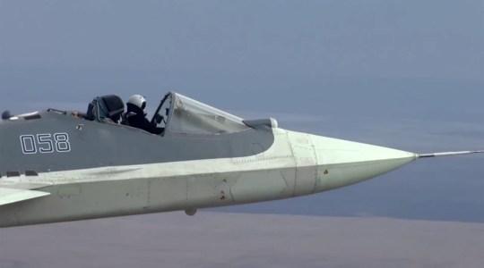 Орос нисгэгч бүхээггүй сөнөөгч онгоцоор 2124 км/цаг хурдтай нисч үзүүлэв
