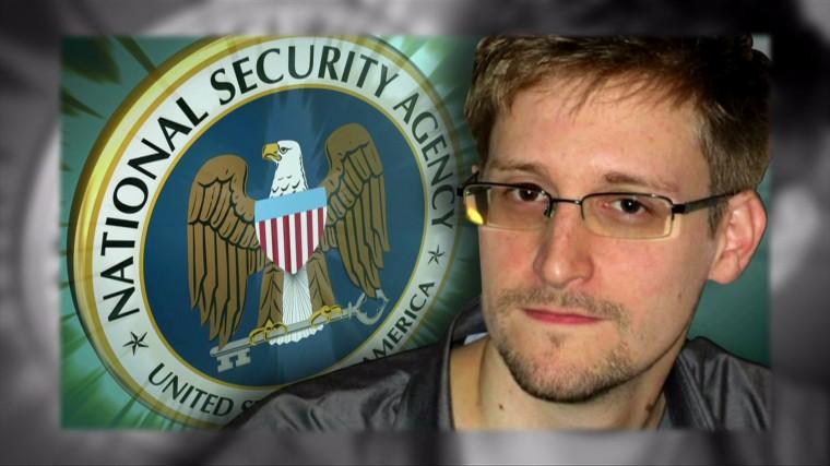 Эдвард Сноуден ОХУ-д байнгын оршин суух зөвшөөрөл авчээ