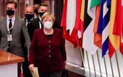 Меркель германчуудыг гэрээсээ гарахгүй байхыг гуйв