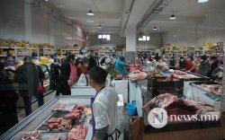 Супермаркет 07:00-21:00, хүнсний зах 06:00-19:00 цагт ажиллана