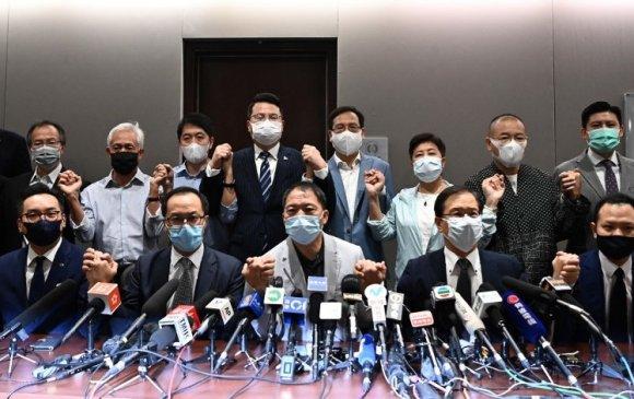 Хонгконгийн ардчиллыг хумьж байна