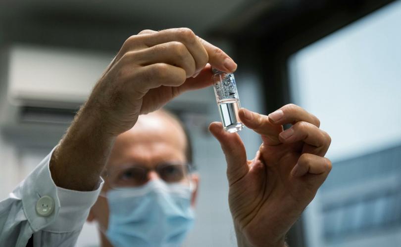 """Оросын """"Спутник V"""" вакцин бусдаас хямд байна"""