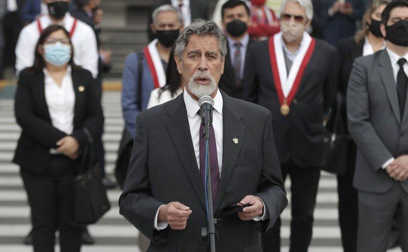 Перуд долоо хоногийн дотор гурван Ерөнхийлөгч солигдлоо