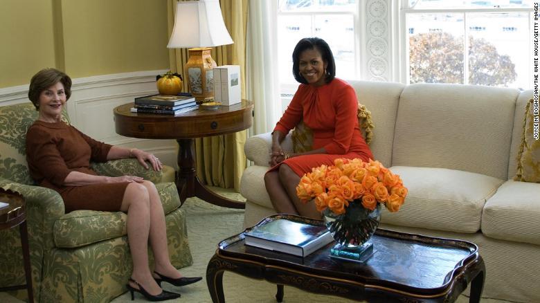 201110161555-laura-bush-michelle-obama-2008-exlarge-169