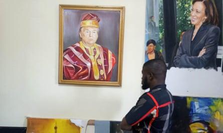 Нигерчүүд Трампад хайртайгаа илэрхийлэн үндэсний хувцастайгаа жагсчээ
