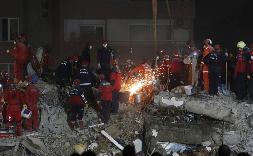 Туркэд газар хөдлөлтийн улмаас амиа алдсан хүний тоо 98-д хүрчээ