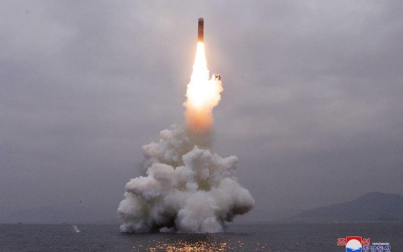 БНАСАУ баллистик пуужин харвах чадвартай шумбагч онгоц бүтээж байна