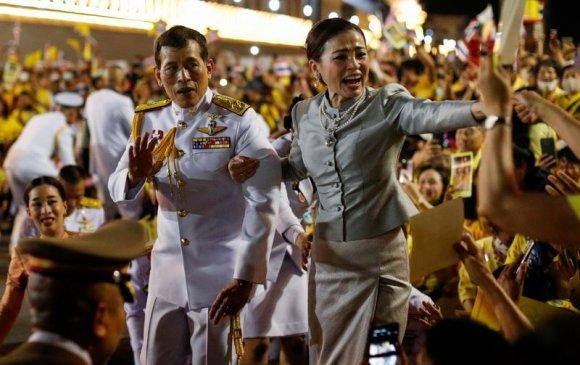 Тайландын хаан өөрийнх нь эсрэг боссон ч иргэддээ хайртай