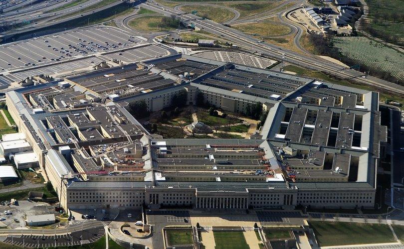Трамп Пентагонд халаа, сэлгээ хийж эхлэв