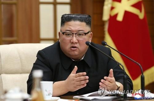 Ким Жон Ун хилэгнэж, хоёр хүнийг цаазлахыг тушаав