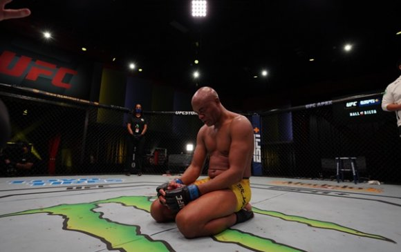 UFC: Домогт Андерсон Силва зодог тайллаа