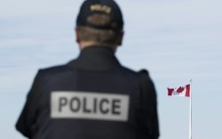 Канадад сэлэмтэй этгээд хоёр хүнийг хөнөөжээ