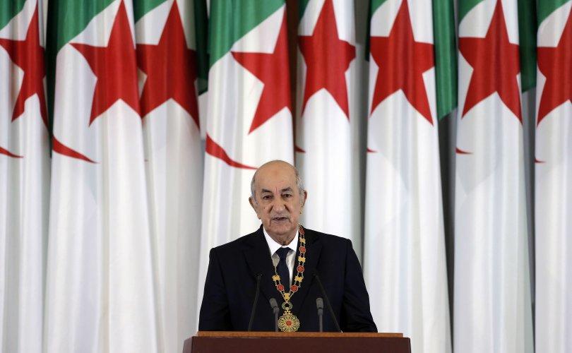 Алжирын Ерөнхийлөгч Covid-19 тусч, эмнэлэгт хэвтжээ
