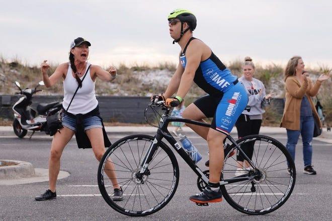"""Дауны синдромтой эр """"Ironman"""" тэмцээнийг дуусгаж, Гиннест бичигдлээ"""