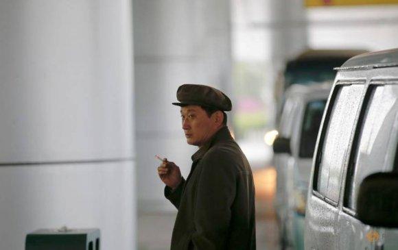 Хойд Солонгост олон нийтийн газар тамхи татахыг хориглов