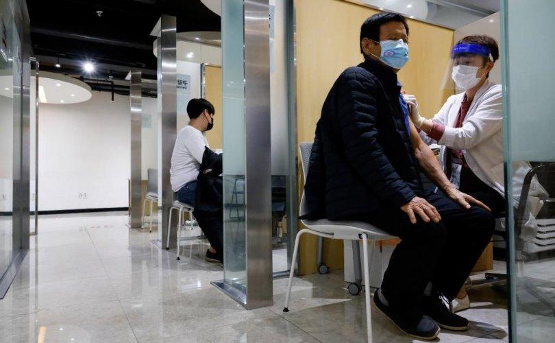 БНСУ: 83 хүн нас барсан ч вакцинжуулалт үргэлжилж байна