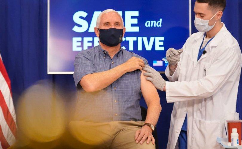 АНУ-ын дэд Ерөнхийлөгч камерын өмнө вакцин хийлгэв