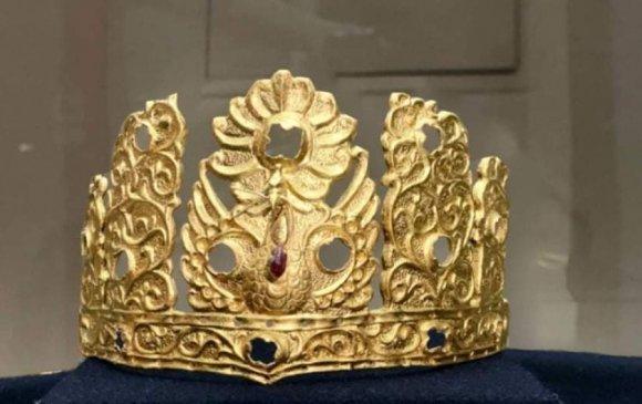 Билгэ хааны хосгүй үнэт алтан титэм