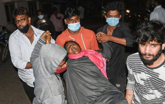 Энэтхэгт үл мэдэгдэх өвчин гарч, 300 хүн эмнэлэгт хүргэгджээ