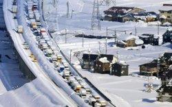 Японд зам түгжирч, 1000 гаруй хүн зам дээр хоножээ