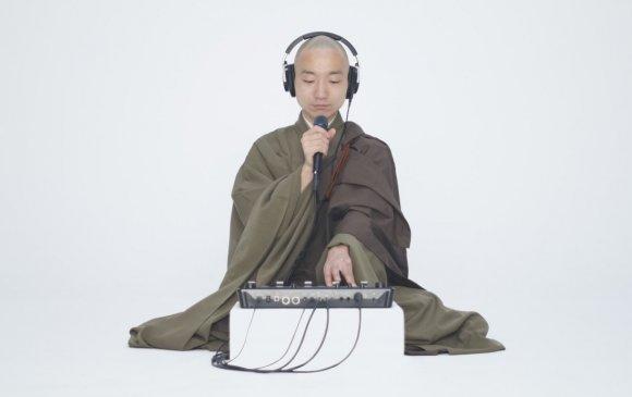 Зэн Буддизмыг орчин үеийн урлаг болгосон Ёгэцү Акасака
