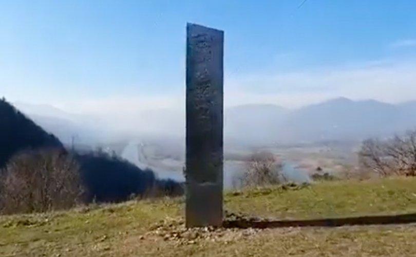 Румыний Пиатра Неамт хотоос нууцлаг металл хөшөө олджээ