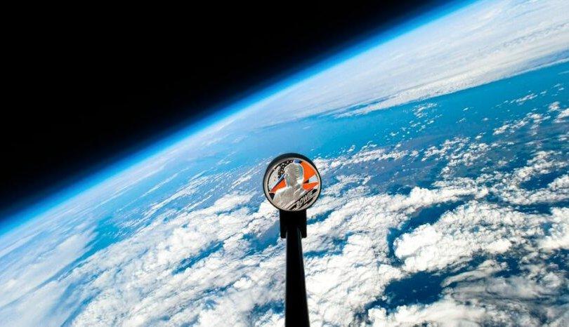 Дэвид Боуйгийн зоосыг сансарт нисгэжээ
