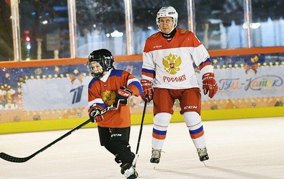 Путин есөн настай хүүгийн мөрөөдлийг биелүүлжээ