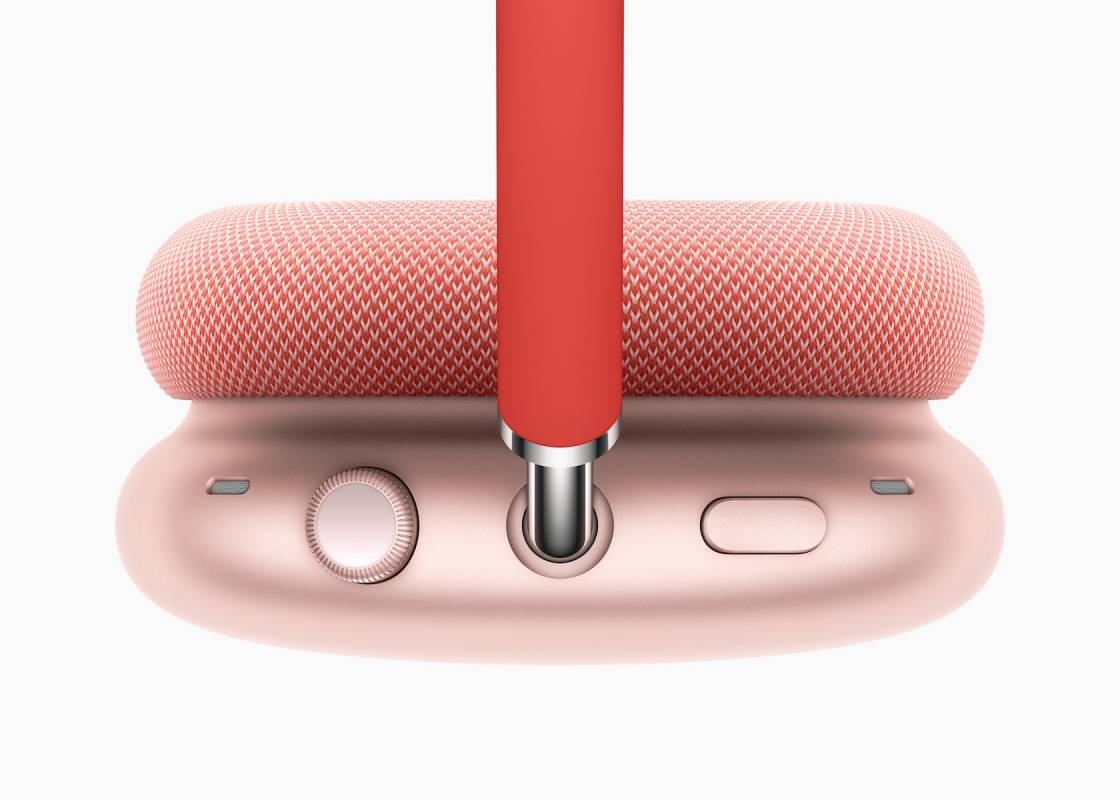 apple_airpods-max_top-red_12082020-1120x800