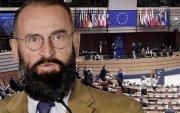 Хөл хорионы үеэр секс үдэшлэгт оролцсон Унгарын улстөрч огцорчээ