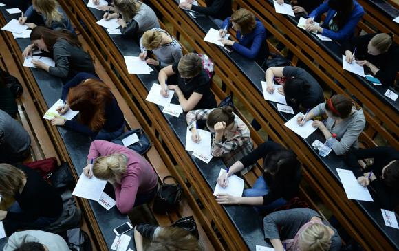 Орост сурч байсан гадаадын 2500 оюутан нутаг буцжээ