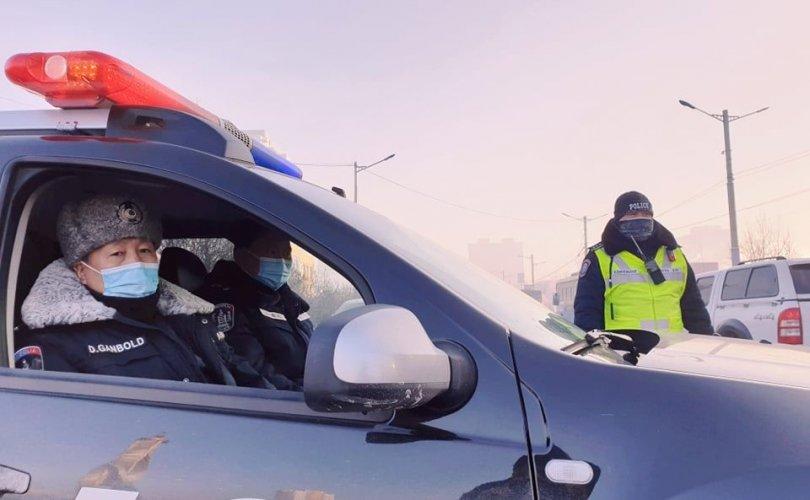 Цагдаагийн алба хаагчид хүний амь аварчээ
