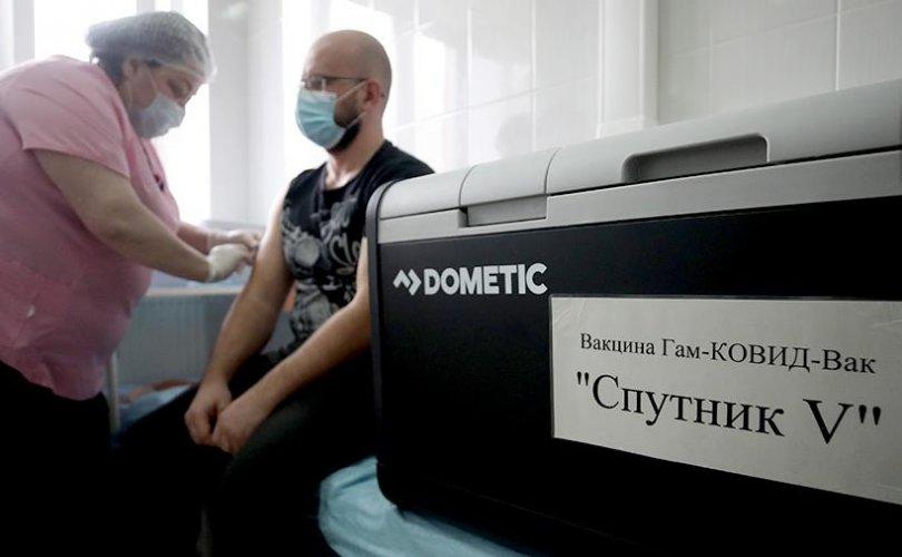 Covid-19-ийн вакцинжуулалт Москва хотод эхэллээ