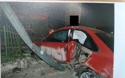 Гэрлийн шон мөргөж, жолооч эмэгтэй гэмтжээ