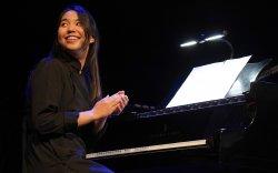 Дэлхийн жазз хөгжимчдийг бишрүүлсэн монгол бүсгүй
