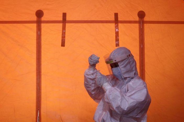 Индонези: Эрсдэлт бүлэг биш, ажиллах хүчээ вакцинжуулна