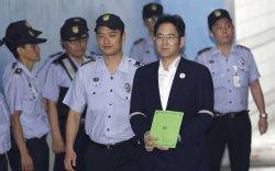 """""""Samsung""""-ийн өв залгамжлагчид 2,6 жилийн хорих ял оноолоо"""