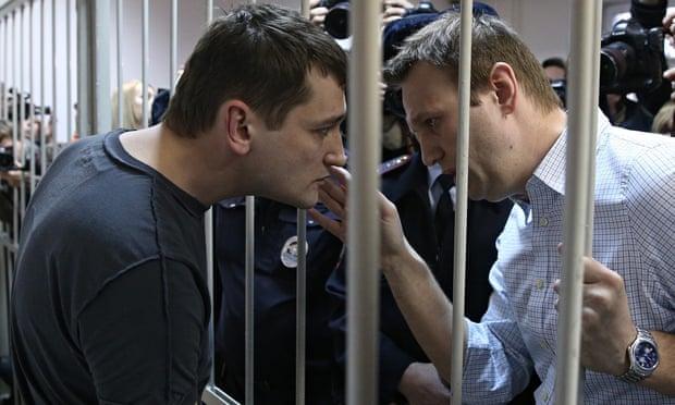 Навальныйн гэрт нэгжлэг хийж, дүүг нь баривчлав