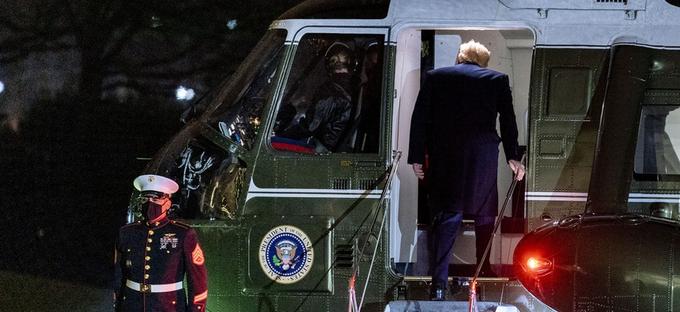 Трампын ажилтнууд ширээгээ чөлөөлж, Цагаан ордонтой салах ёс гүйцэтгэж байна