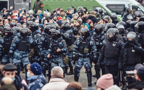 Оросын цагдаа нар дараагийн жагсаалд бэлтгэж байна